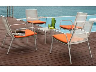 Conjunto de sillas y mesa de acero Báltico